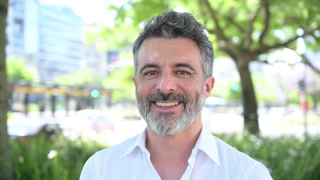 outdoor portrait of mature bearded businessman - solo un uomo video stock e b–roll