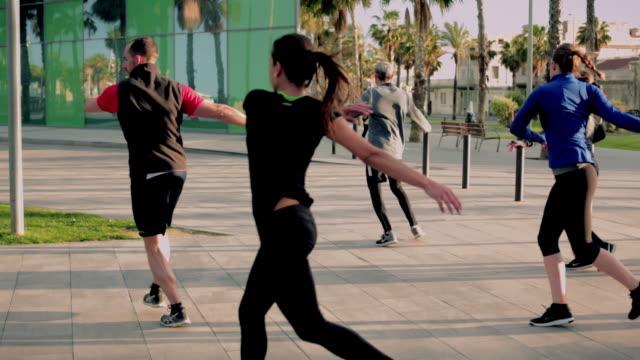 outdor fitness barcelona - rozgrzewka filmów i materiałów b-roll