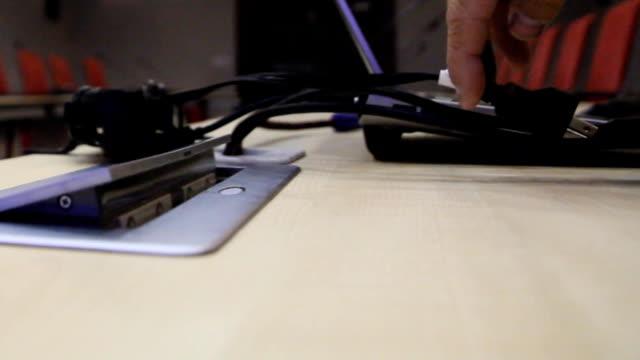 vidéos et rushes de prise électrique - vidéos de rallonge électrique