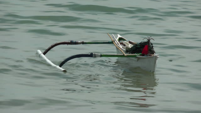 Outrigger canoe all alone video