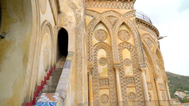 シチリア島パレルモの大きな大聖堂の外 - モンレアーレ点の映像素材/bロール