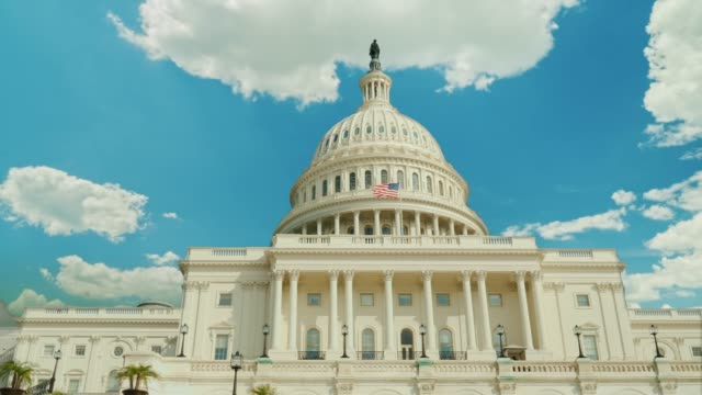 over the famous capitol building in washington, dc, clouds swiftly float. timelapswe video - capitello video stock e b–roll