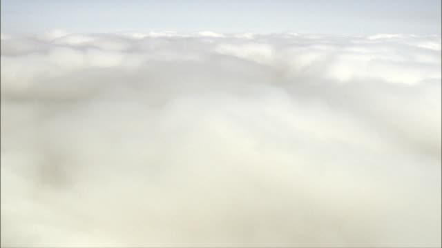vídeos de stock e filmes b-roll de no topo das nuvens-vista aérea-castille e leão, ávila, ávilacuba.kgm, espanha - fofo texturizado