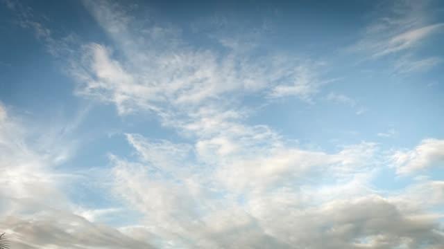 vidéos et rushes de ciel couvert, boucle de nuages orageux. time-lapse - apprivoisé