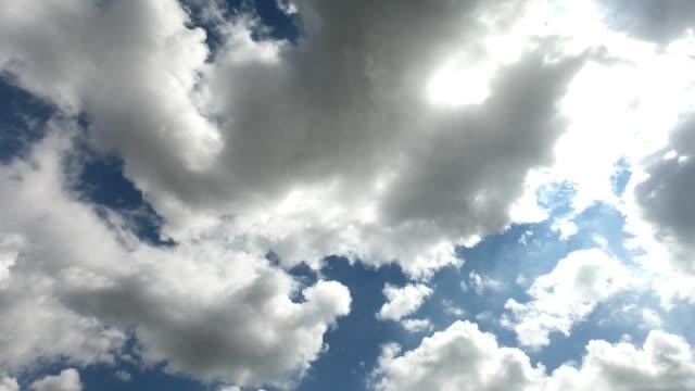 vidéos et rushes de ciel couvert, boucle de nuages orageux. laps - apprivoisé
