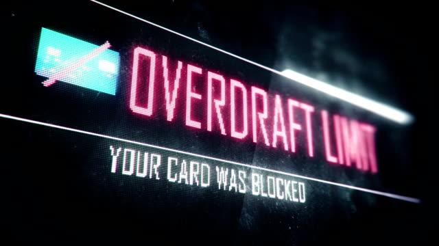 scoperto di conto limite, la tua carta è stata bloccata schermo testo messaggio di sistema, notifica - proibizione video stock e b–roll