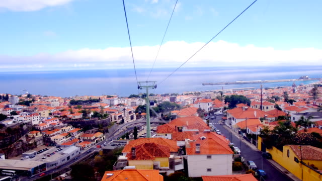 vídeos de stock e filmes b-roll de overhead cable car or teleférico above the city of funchal on madeira island in portugal - ilha da madeira