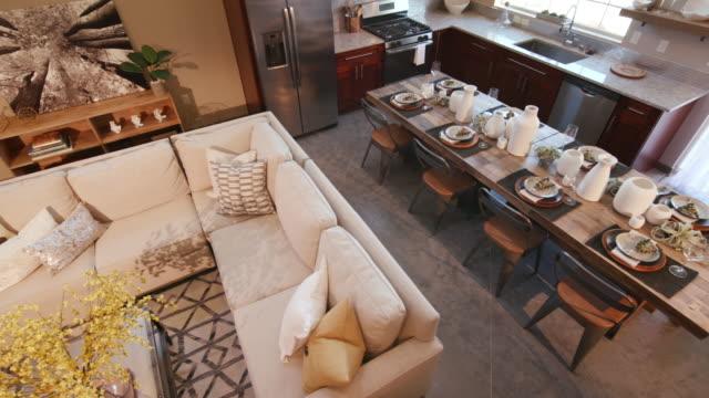 mutfak ve oturma odası sol görüntüsünü kaydırma yükü - avize aydınlatma ürünleri stok videoları ve detay görüntü çekimi