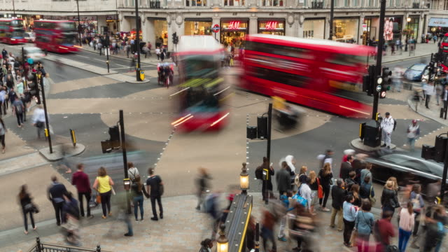 stockvideo's en b-roll-footage met oxford circus station london time-lapse - groot brittannië