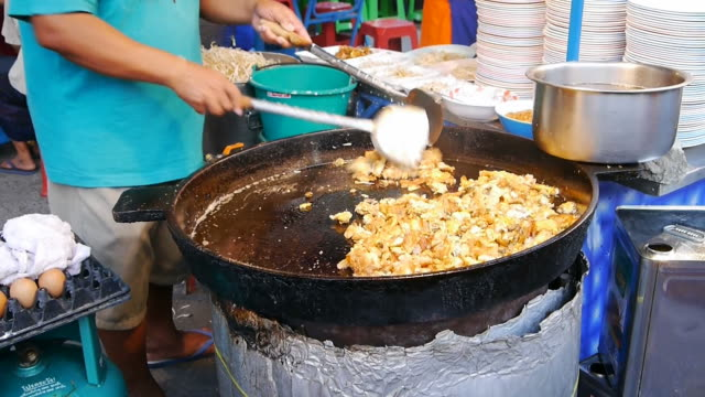 Oysters fried in eggs better thai food. video