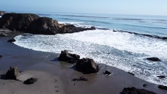 vídeos y material grabado en eventos de stock de océano pacífico costas de acantilados - norte