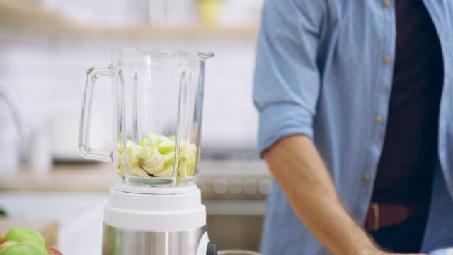 vídeos de stock, filmes e b-roll de embalar em desses nutrientes - comida feita em casa
