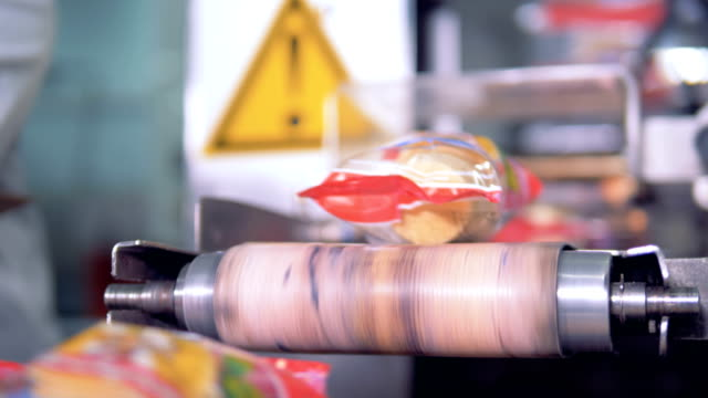 packed wafer ice-cream cups are falling from the conveyor belt - gelato confezionato video stock e b–roll