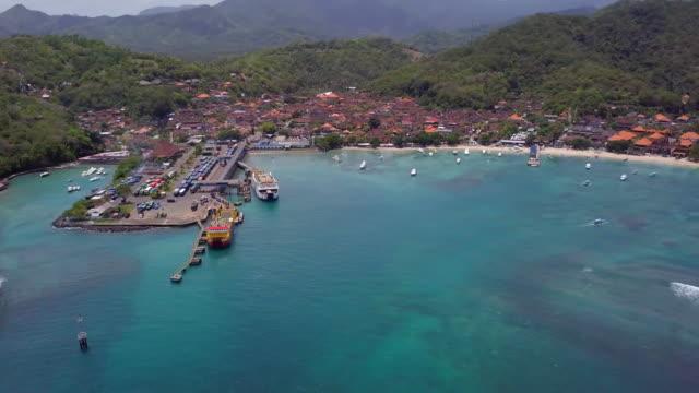 パダンバイ港と村 - インドネシア点の映像素材/bロール