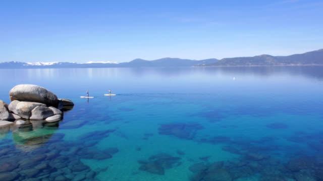 canoa sul lago tahoe - nevada video stock e b–roll