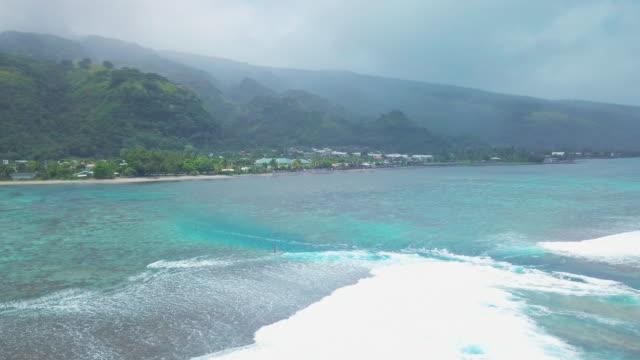 paddle launching on Tahiti2 video