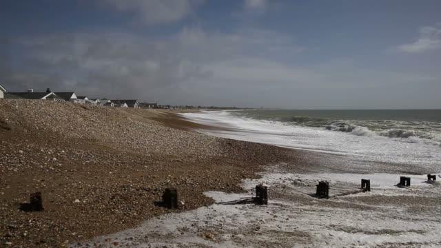 padgham beach near bognor regis west sussex uk - sussex occidentale video stock e b–roll