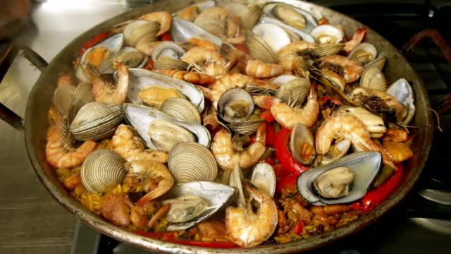 Paella platos de la cocina española - vídeo