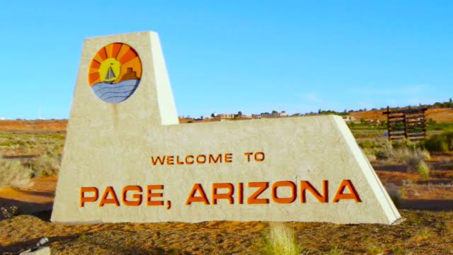 stockvideo's en b-roll-footage met pagina, az welkomst teken - arizona highway signs