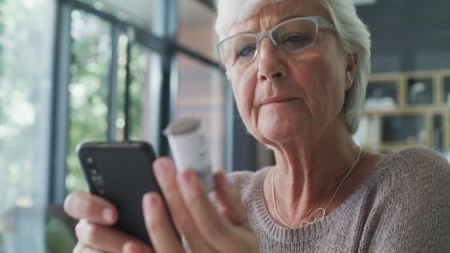 paging dr internet - prescrizione medica video stock e b–roll
