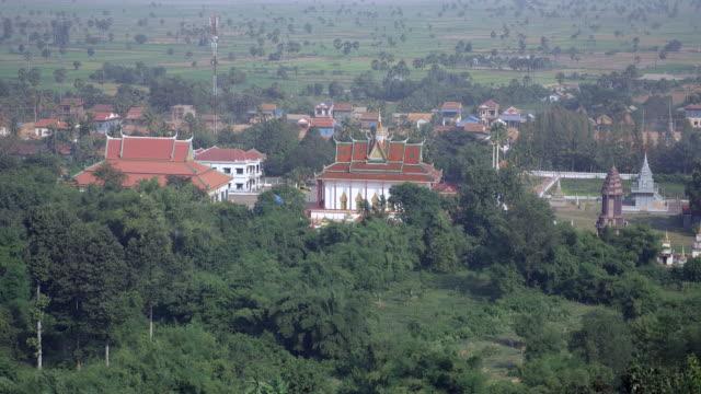 pagoda and small rural town among tropical vegetation - юго восток стоковые видео и кадры b-roll