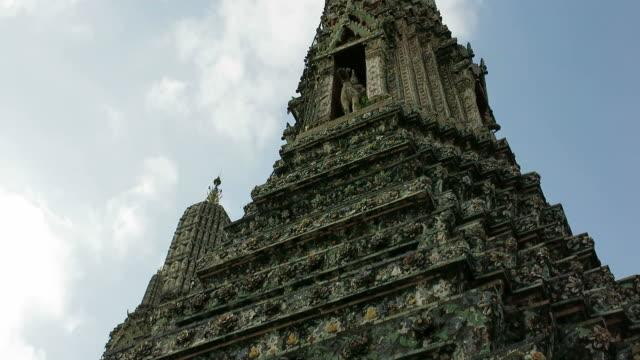 Pagoda of Wat Arun (The Temple of Dawn) video