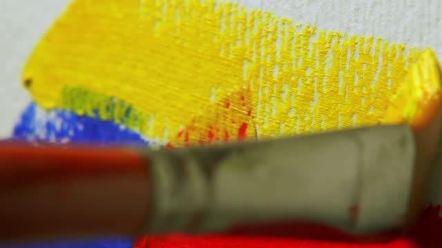 Pinsel, gelbe Farbe – Video