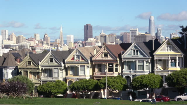 Painted Ladies San Francisco. Alamo Square Park and the Victorian Homes is a popular Tourist Destination for Visitors. victorian architecture stock videos & royalty-free footage