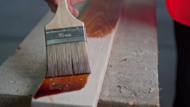 måla en träyta med en pensel - solar panel bildbanksvideor och videomaterial från bakom kulisserna