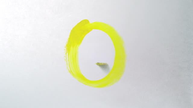 vídeos y material grabado en eventos de stock de pintura alfabeto en papel blanco, cámara lenta - letra s