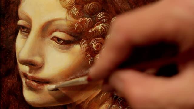 malen porträt einer renaissance für damen - künstlerischer beruf stock-videos und b-roll-filmmaterial