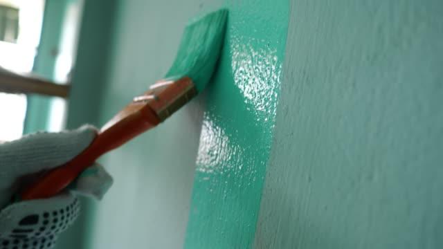 måla väggen - painting wall bildbanksvideor och videomaterial från bakom kulisserna