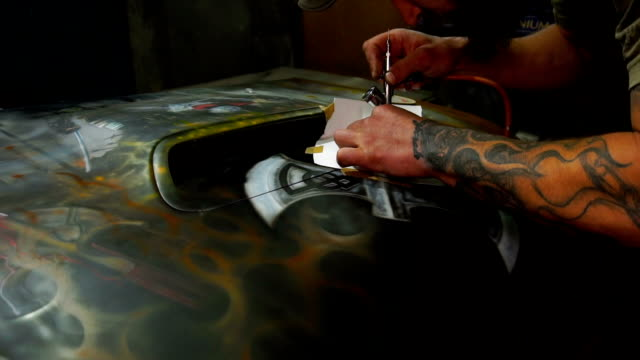 Painting using airbrush on the hood with a template video