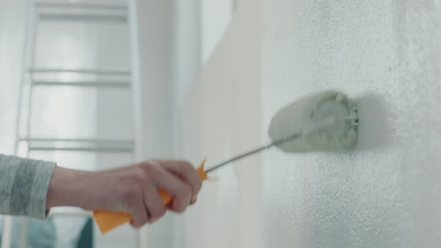painting wall with paint roller - muro video stock e b–roll