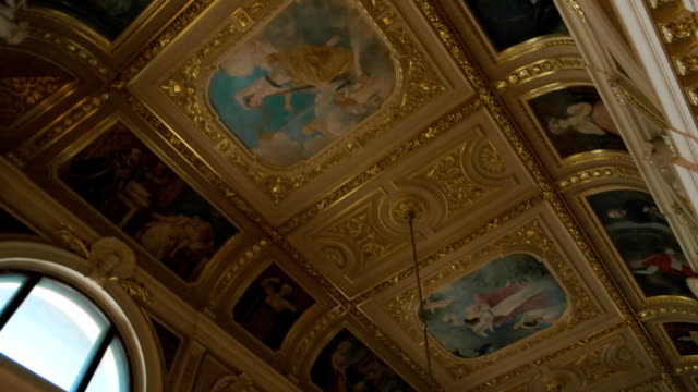 リヴィウの劇場での絵画。 - オペラ点の映像素材/bロール