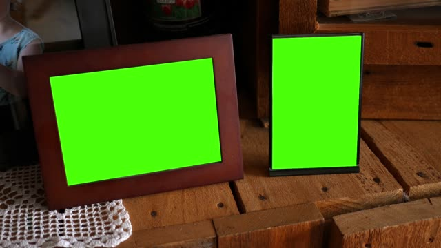 A pair of green screen picture frames - vídeo