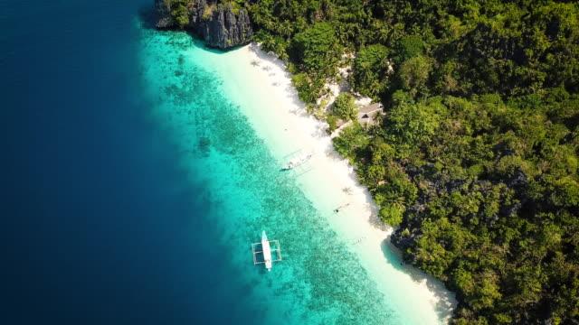palawan entalula beach filippine entalula island aerial 4k video - filippino video stock e b–roll