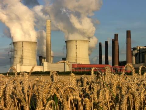 pal:brown coal power plant - klip uzunluğu stok videoları ve detay görüntü çekimi