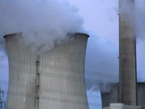 pal: torre di raffreddamento - attrezzatura energetica video stock e b–roll