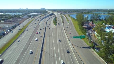 vidéos et rushes de vidéo aérienne de palmetto expressway miami - autoroute