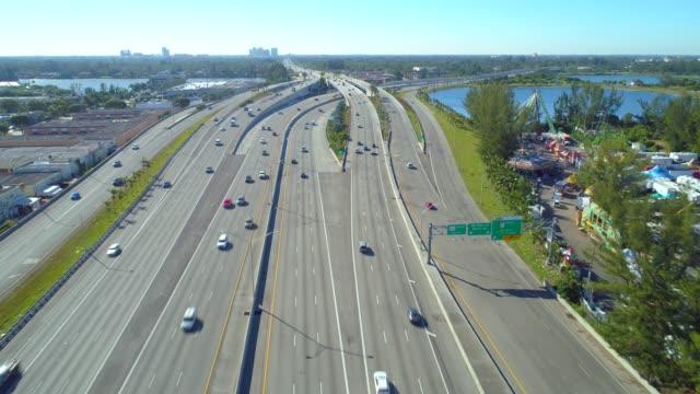 palmetto expressway miami aerial video - droga wielopasmowa filmów i materiałów b-roll