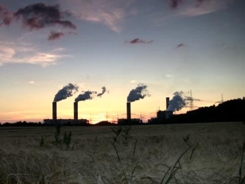 pal:power plant at sunset - klip uzunluğu stok videoları ve detay görüntü çekimi