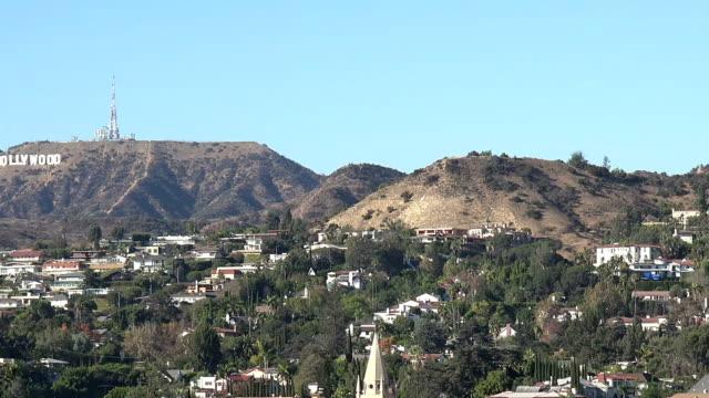 panorera över hollywood hills - hollywood sign bildbanksvideor och videomaterial från bakom kulisserna