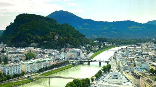vídeos de stock, filmes e b-roll de pan: cidade de salzburgo, na áustria, no verão. - tyrol state austria