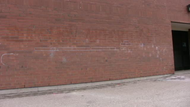 パンの後部入口の学校 - 煉瓦点の映像素材/bロール