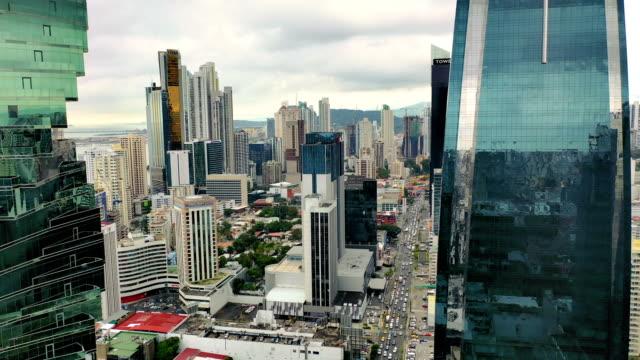 veduta aerea della città di panama della parte moderna della città - america latina video stock e b–roll