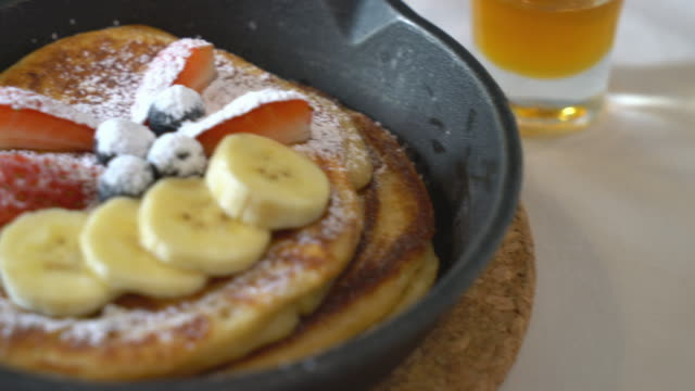 pancake with fresh strawberry bananas video