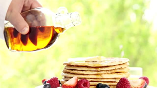 pancake - sciroppo video stock e b–roll