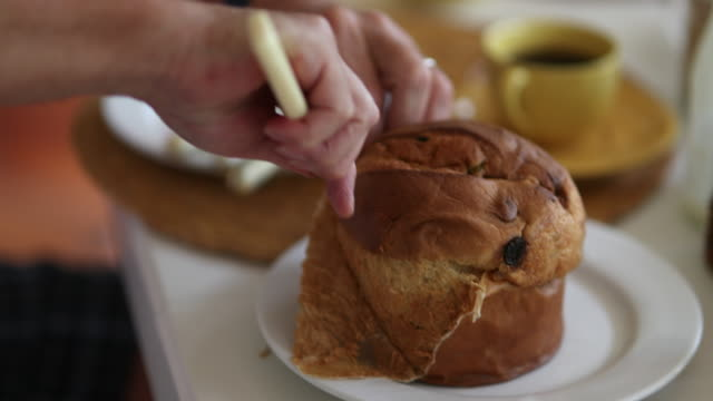 panettone on plate - panettone video stock e b–roll