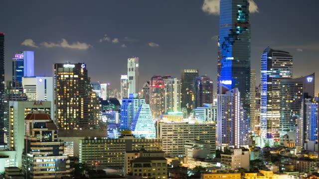 panorering bangkok city tid förflutit nattetid. - billboard train station bildbanksvideor och videomaterial från bakom kulisserna